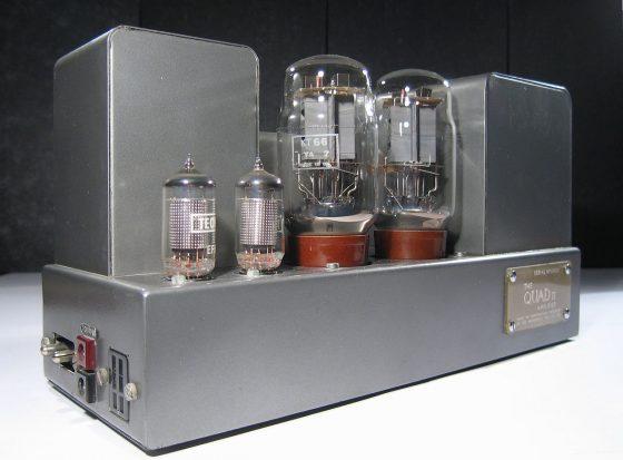 Amplificateur QUAD II - 15W RMS 8Ω, 1953 -1970 Quad II Par Harumphy de en.wikipedia.org, CC BY-SA 3.0,