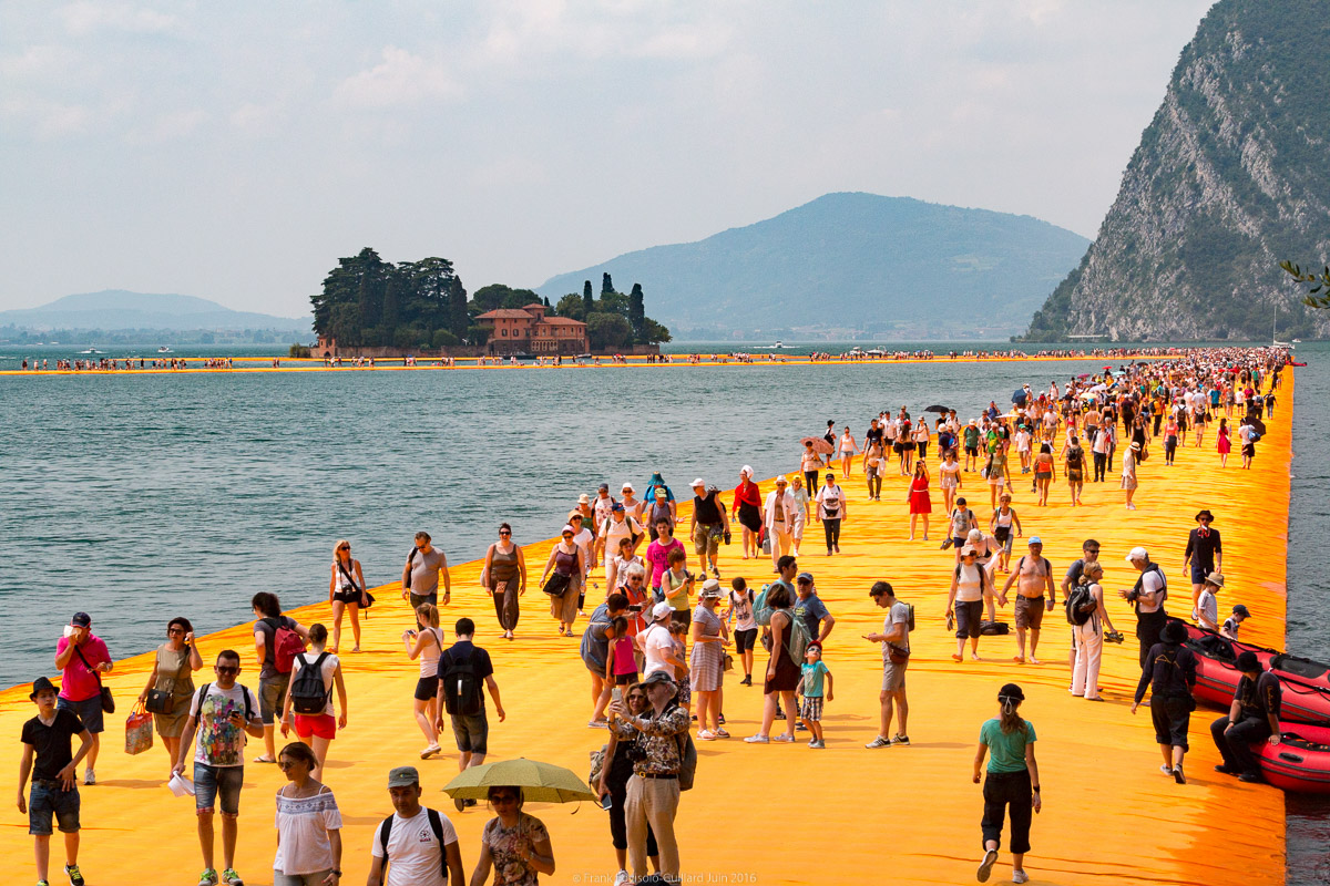 christo the floating piers 044