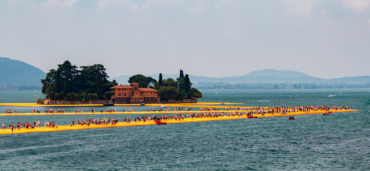 christo the floating piers 045