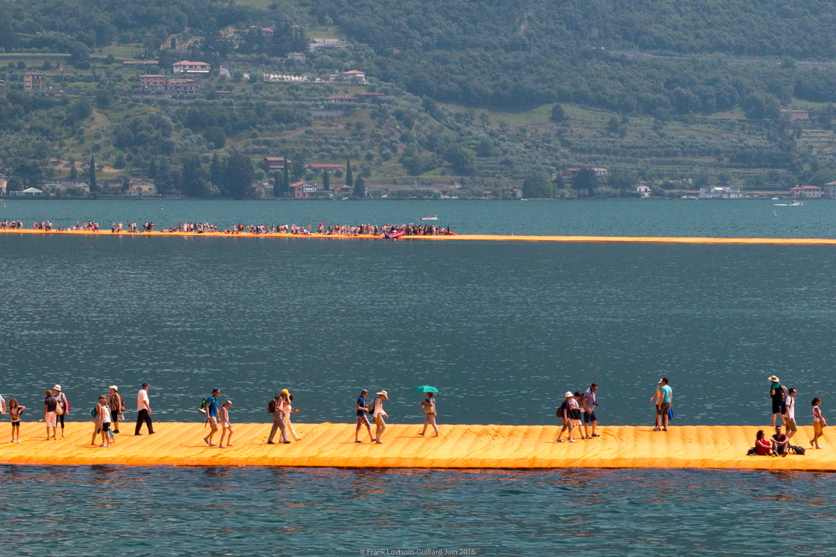 christo the floating piers 050