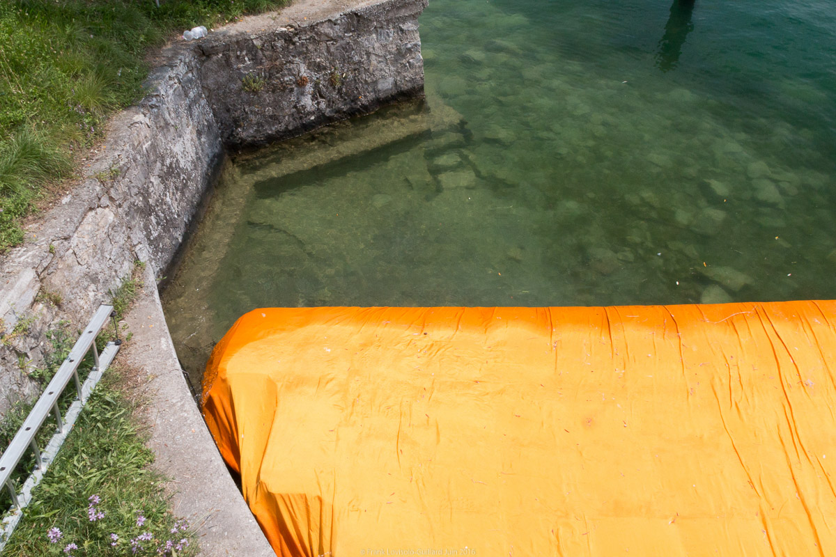 christo the floating piers 054