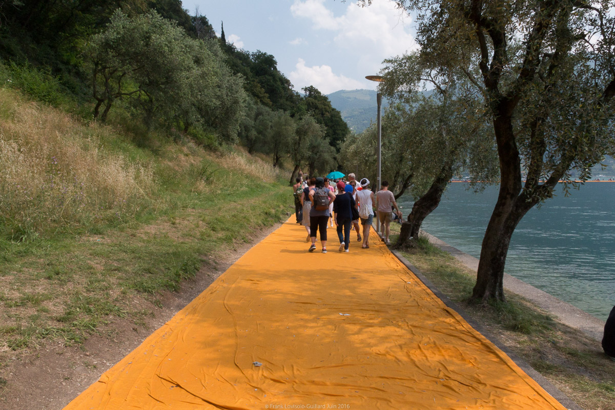 christo the floating piers 056