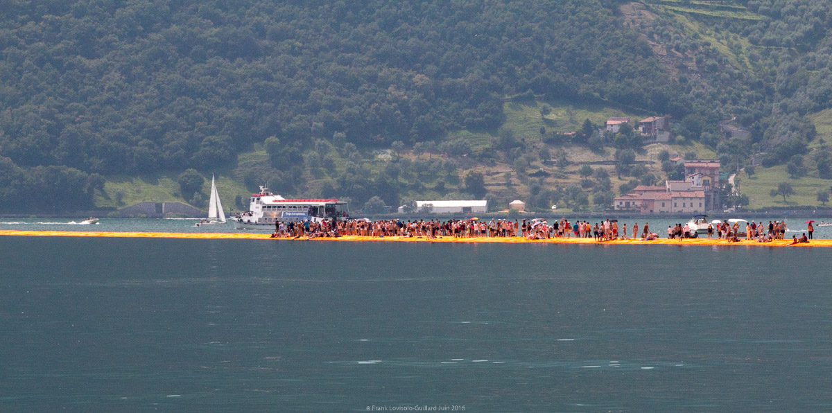 christo the floating piers 057