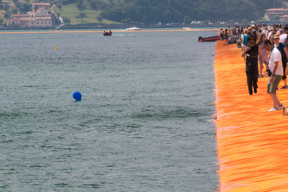 christo the floating piers 069