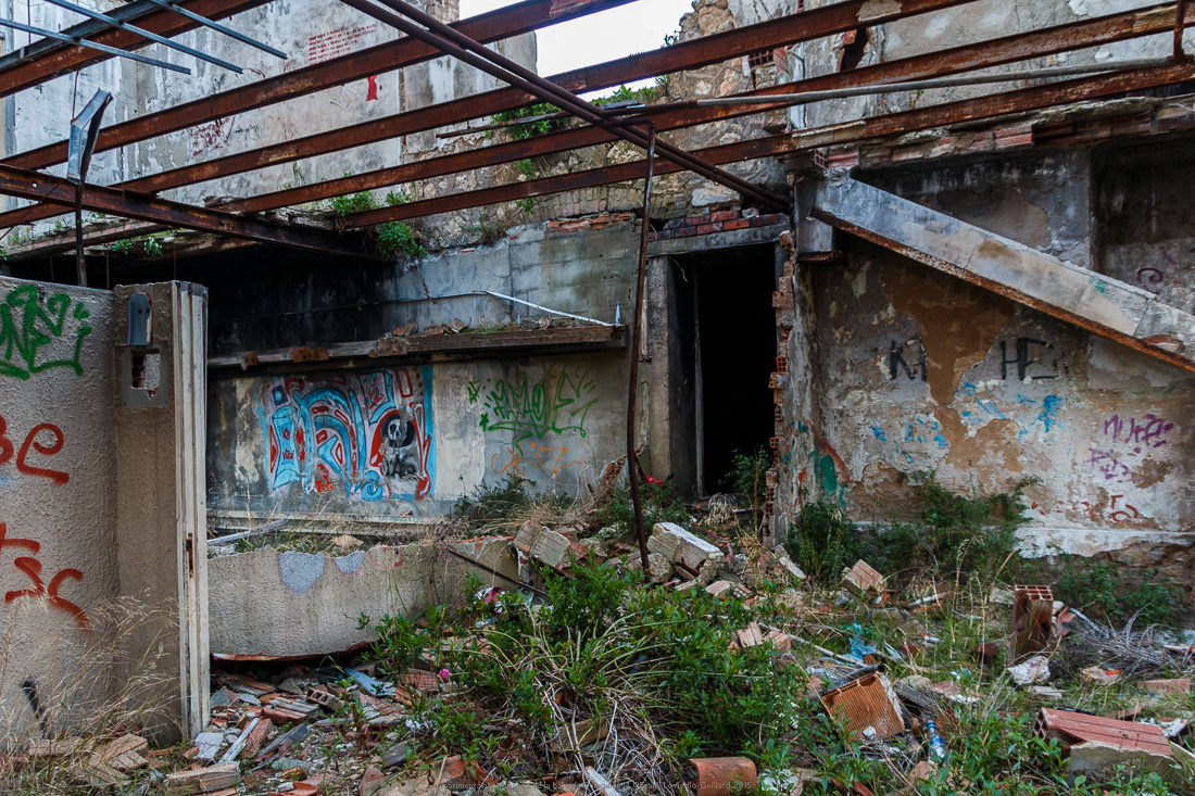 batiments abandonnes de la baie de balaguier 14