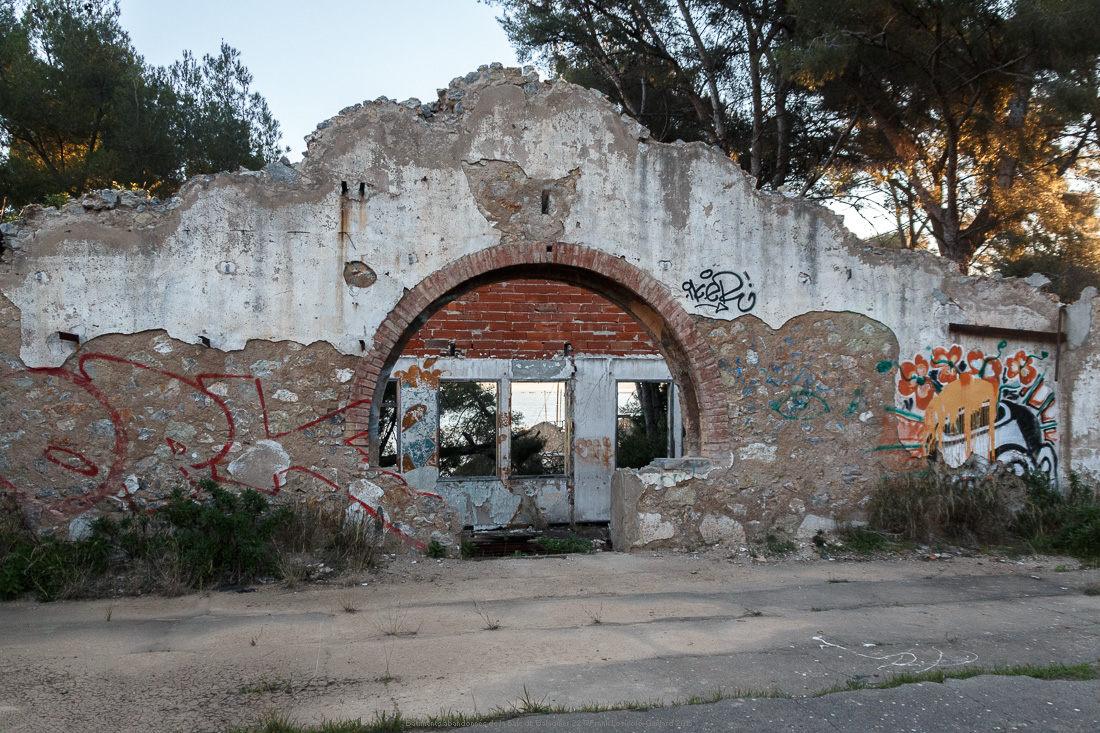 batiments abandonnes de la baie de balaguier 22