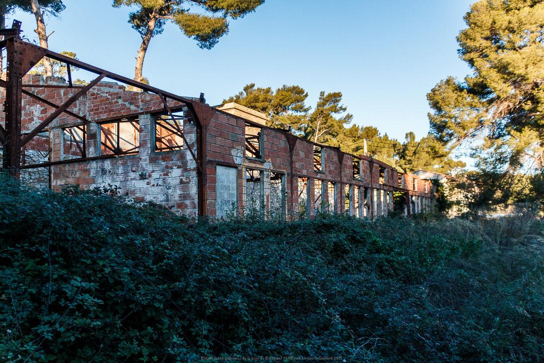 batiments abandonnes de la baie de balaguier 31