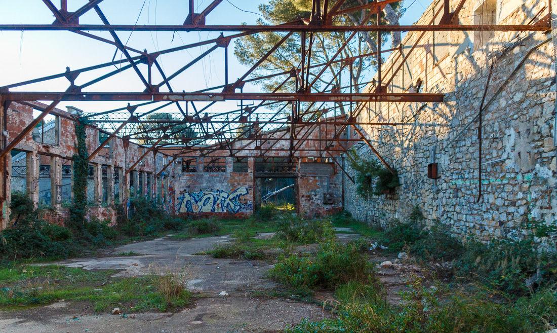 batiments abandonnes de la baie de balaguier 36