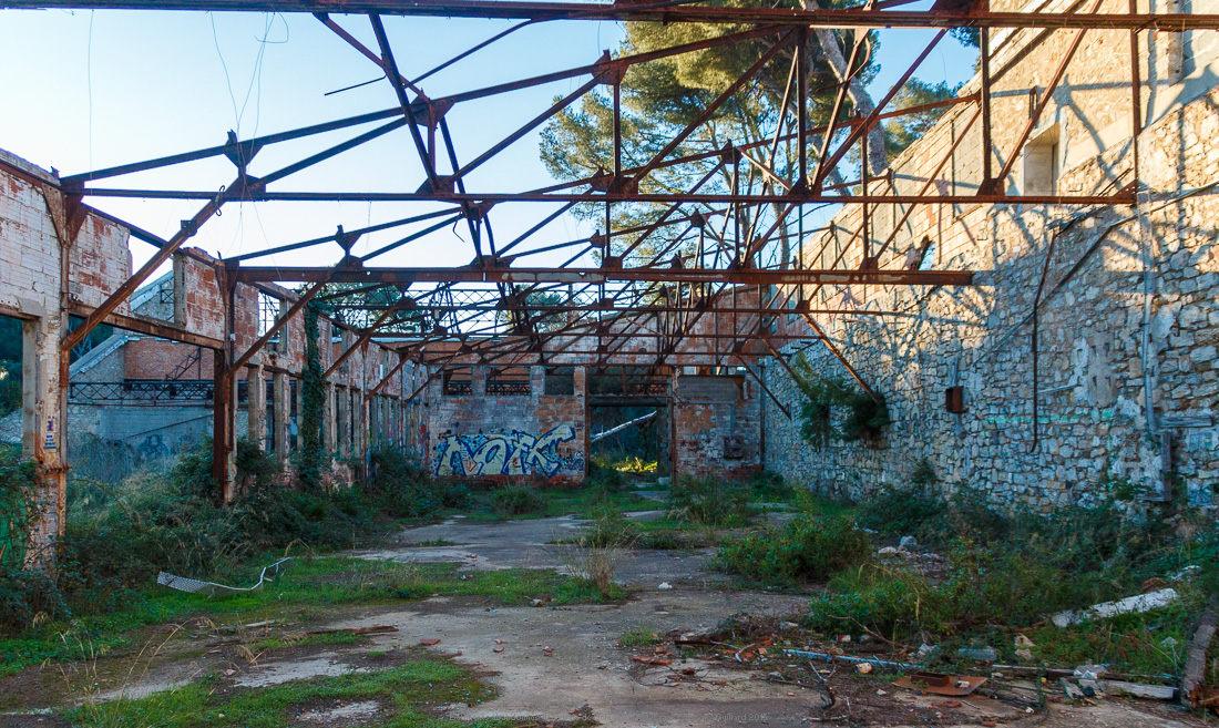 batiments abandonnes de la baie de balaguier 38