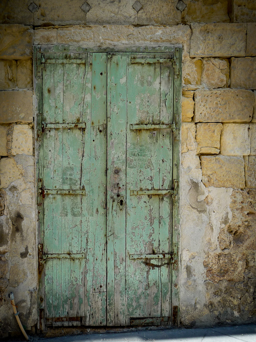 ouvertures portes heurtoirs et autres quincailleries a malte 031