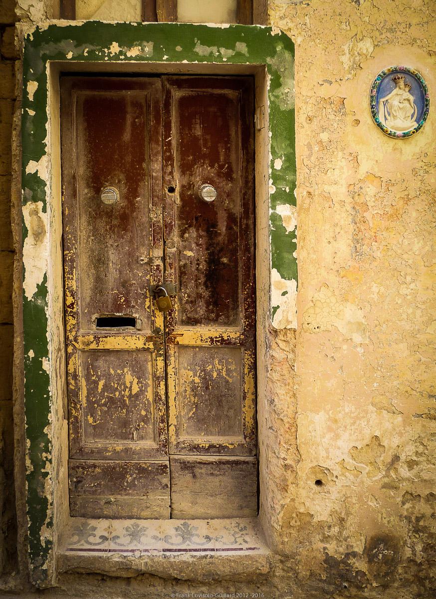 ouvertures portes heurtoirs et autres quincailleries a malte 037