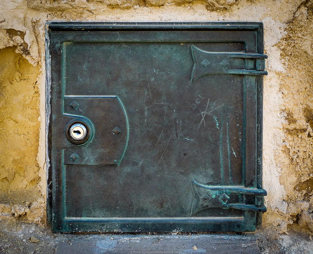 ouvertures portes heurtoirs et autres quincailleries a malte 038