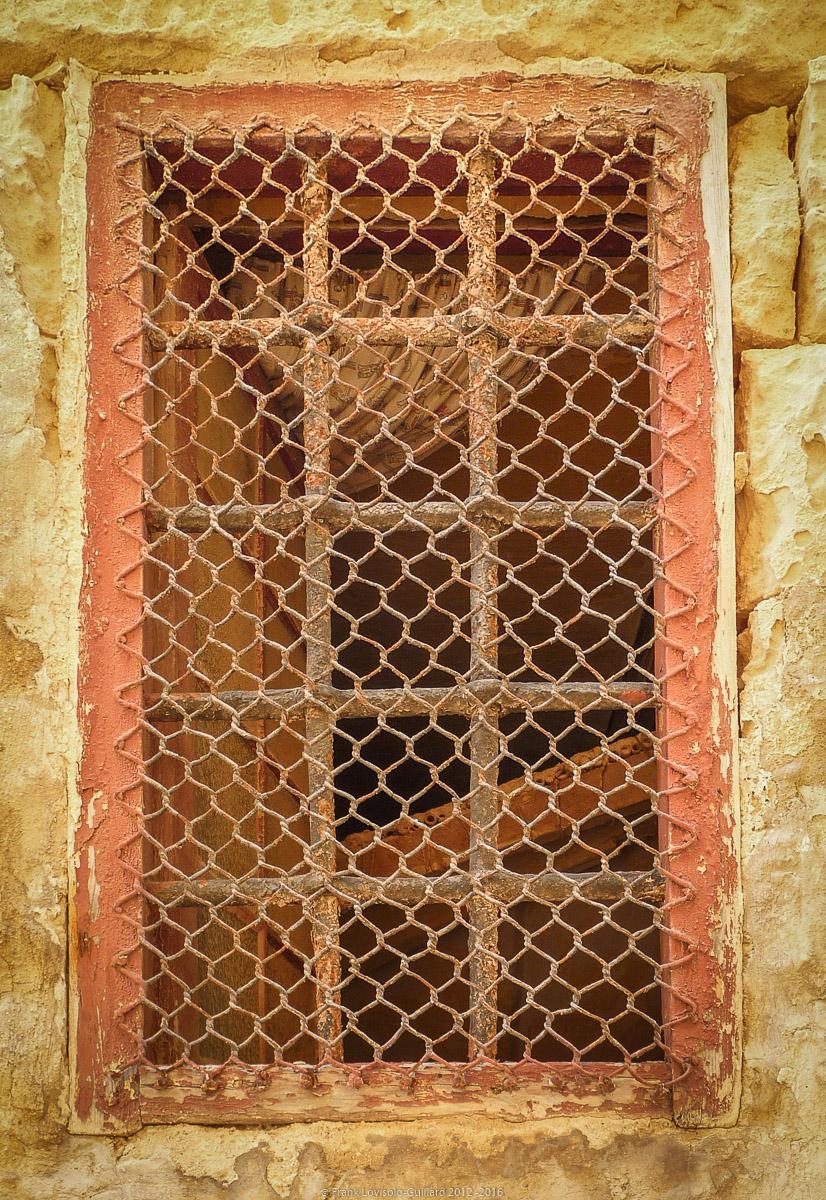 ouvertures portes heurtoirs et autres quincailleries a malte 047