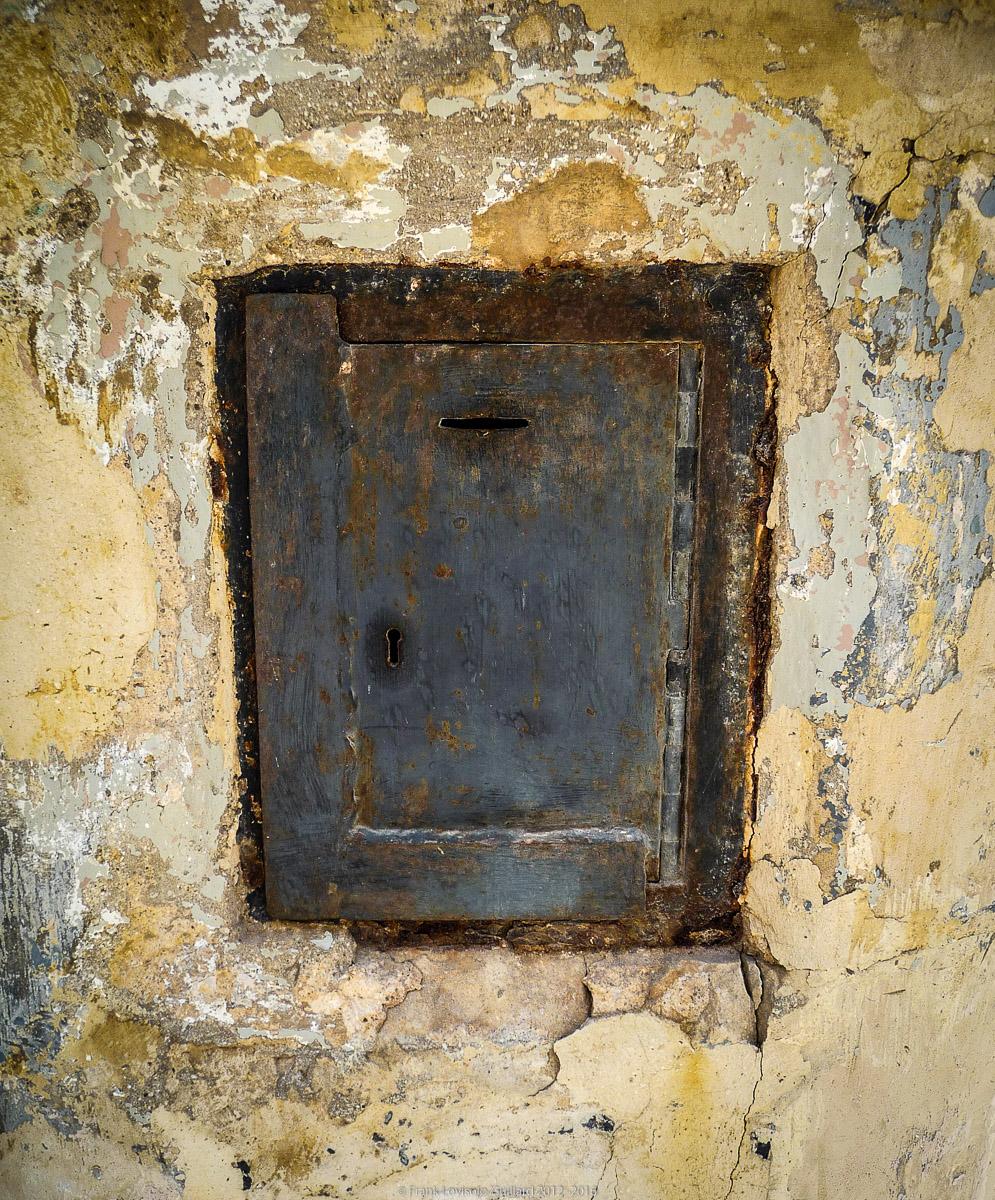 ouvertures portes heurtoirs et autres quincailleries a malte 055