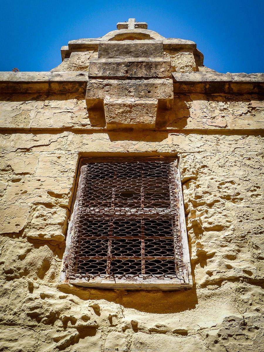 ouvertures portes heurtoirs et autres quincailleries a malte 057