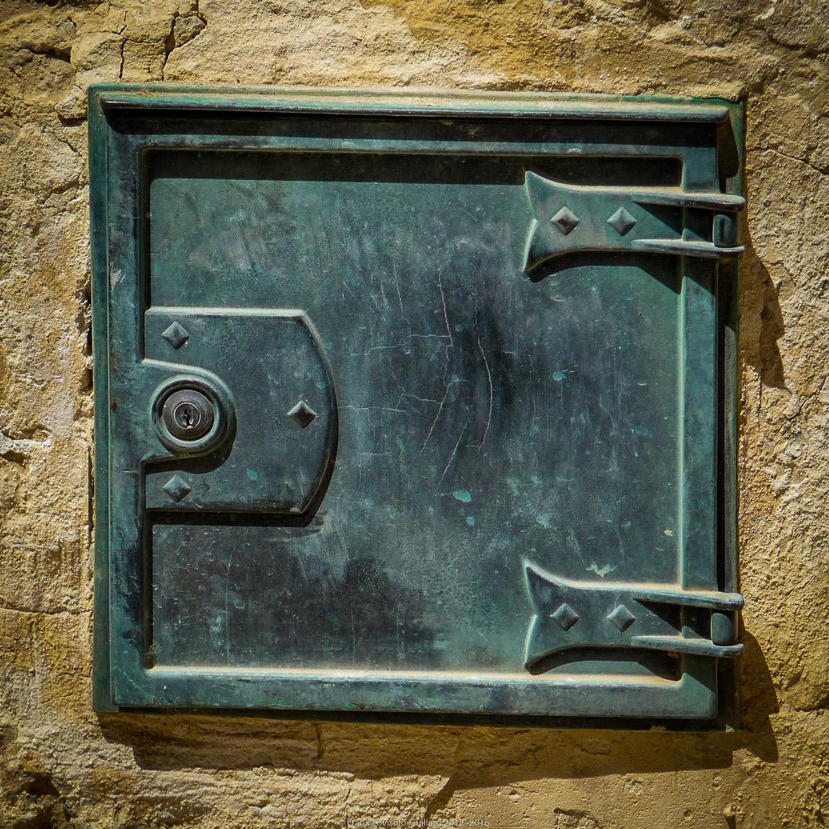 ouvertures portes heurtoirs et autres quincailleries a malte 062