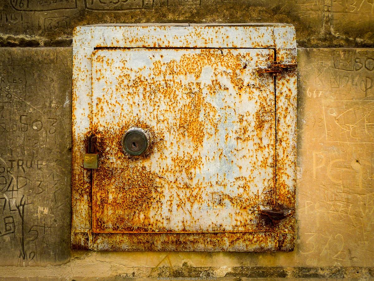 ouvertures portes heurtoirs et autres quincailleries a malte 064