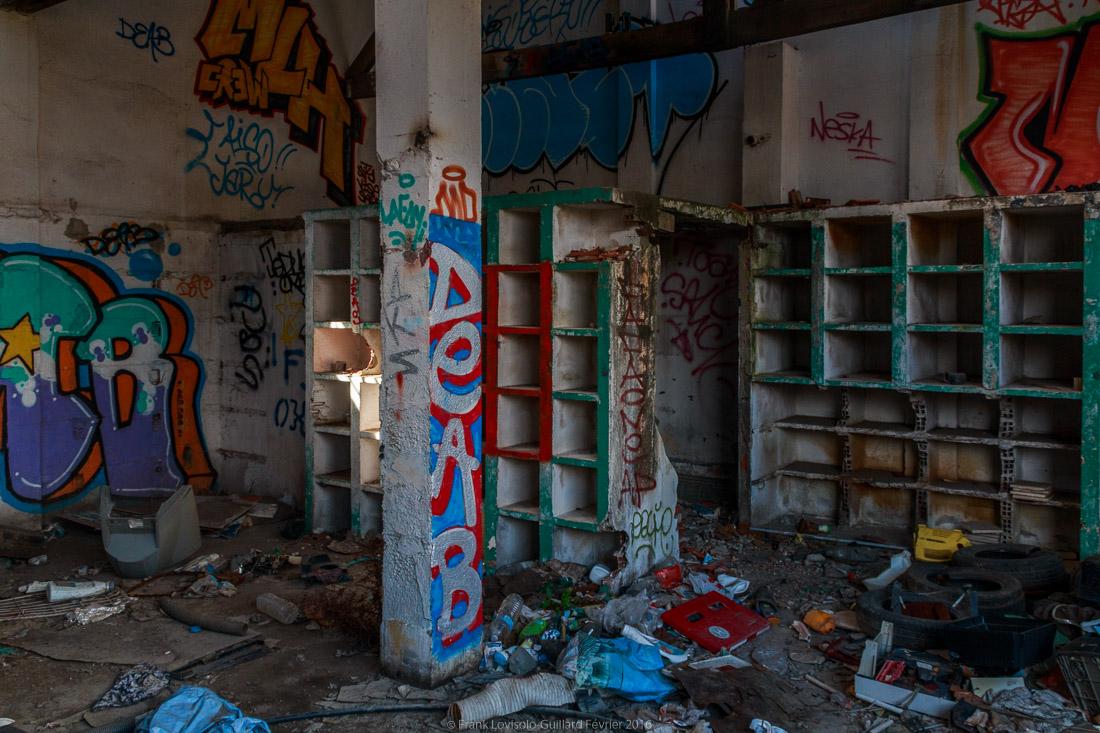 pizza tague sur un mur 021