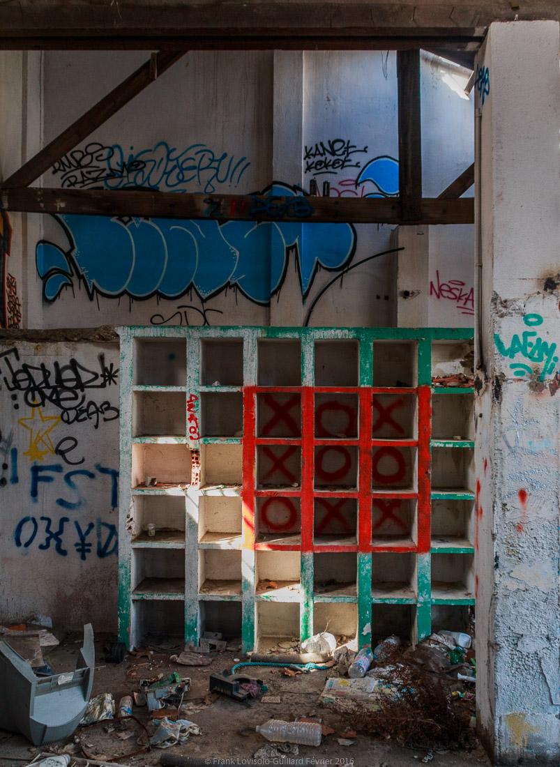 pizza tague sur un mur 022