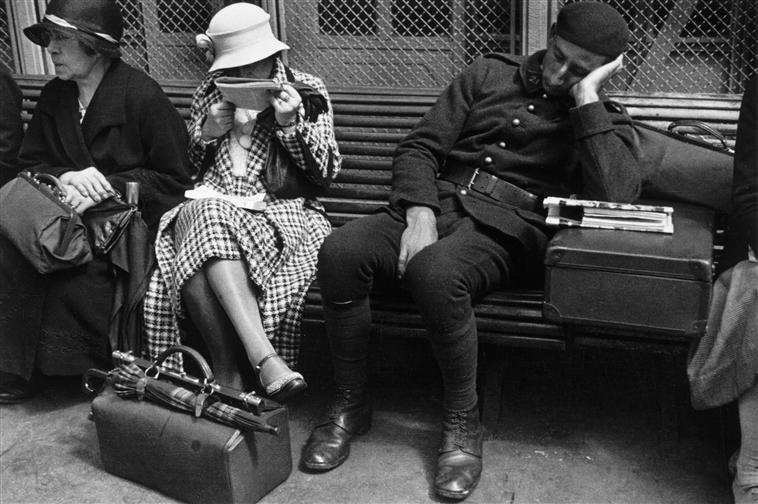 René Jacques (1908-2003) - Attente à la gare, Paris, vers 1934