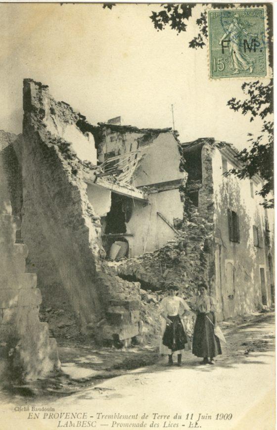 Les-maisons-eventrees-par-la-secousse 1908