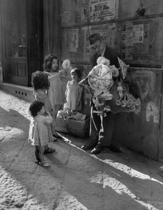 David Seymour - Le vendeur ambulant, Naples, Italie, 1948