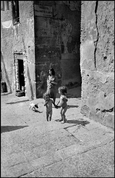 David Seymour - Enfants dans la rue - Naples - 1948