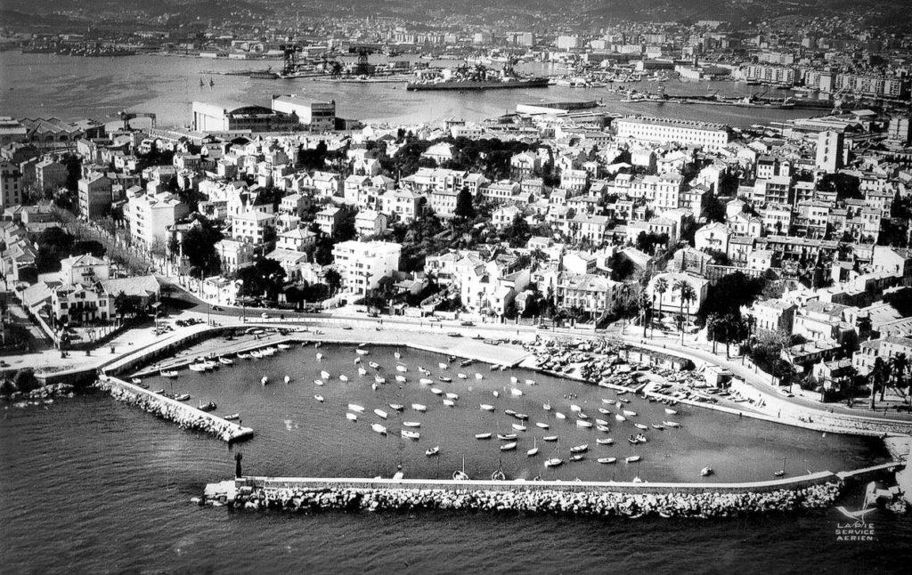 Toulon : Le Mourillon Vue aérienne vers 1960.