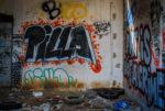 Palsambleu! Pourquoi donc a-t-on tagué « PIZZA » sur un mur ?