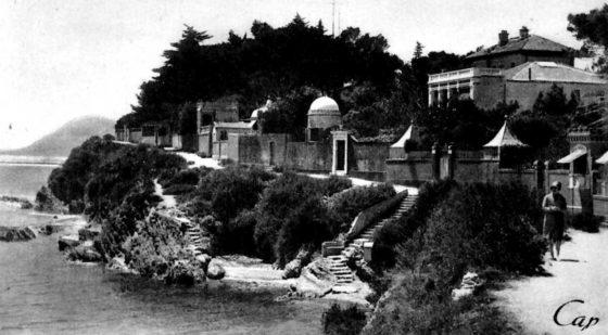 Sur le chemin de la Mitre vers 1920.  La porte est déjà là !