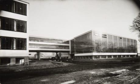 Lucia Moholy, Ateliers et administration, Bauhaus, Dessau, 1925-26, tirage argentique, 14 x 23,5 cm, Courtesy Musée de l'Elysée, Lausanne, © ADAGP, Paris