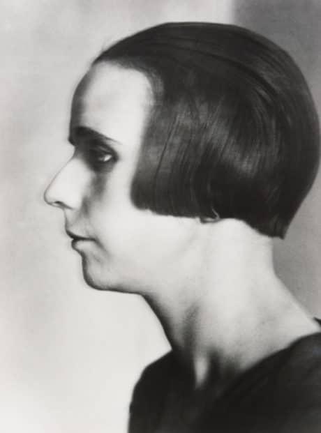 Lucia Moholy, Nelly van Doesburg, 1924, tirage argentique, 30 x 40 cm, Courtesy Musée de l'Elysée, Lausanne, © ADAGP, Paris