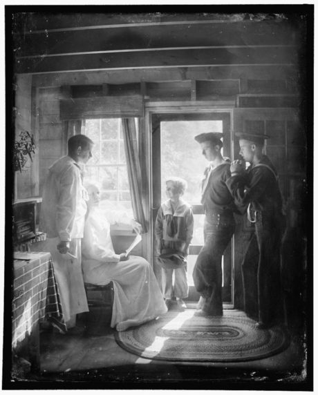 Gertrude Käsebier - The Clarence White Family in Maine (American photographer), 1913