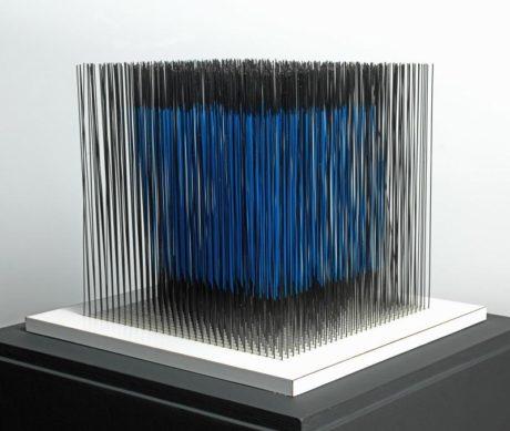 Jesús Rafael Soto (1923 - 2005) Cube bleu interne  1976