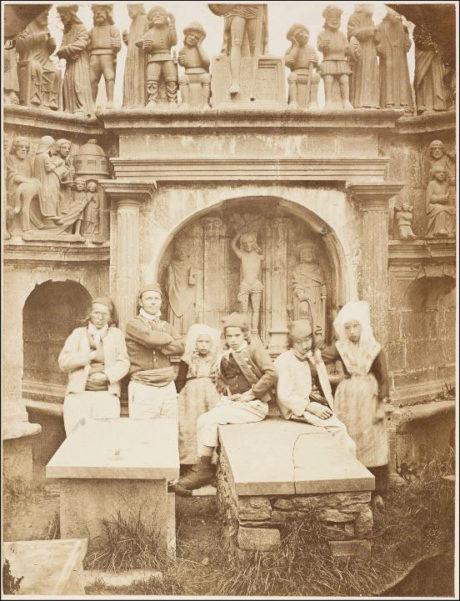 Geneviève Élisabeth Disdéri - Cimetière de Plougastel avec un groupe de paysans - 1856