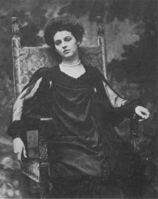 Renée Vivien vers 1905