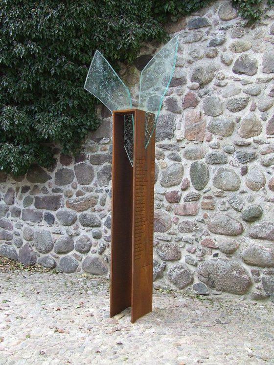 Annelie Grund: Monument pour les sorcières assassinées à Bernau Allemagne 16 et 17ème siècle