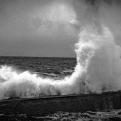 Neuf vagues à Pors Loubous – Photographies Noir & Blanc
